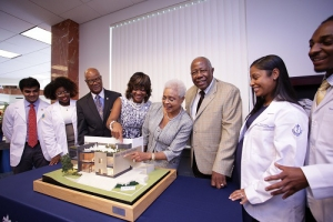 Hank Aaron gives $3 million to Morehouse School of Medicine